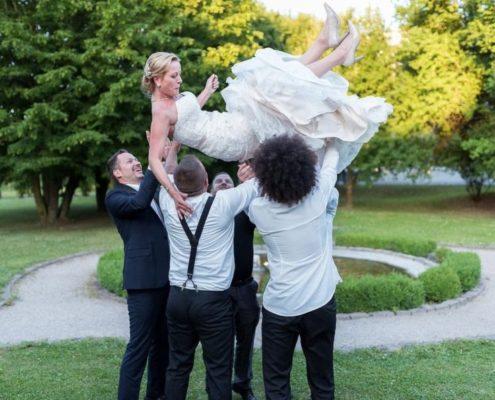 """Fotospiel Aufgabe """"Braut in die Luft werfen"""""""